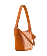Cute & compact, just the right size for the evening outing or the weekend party. eZeeBags YA832v1 in 100% genuine leather - Orange.